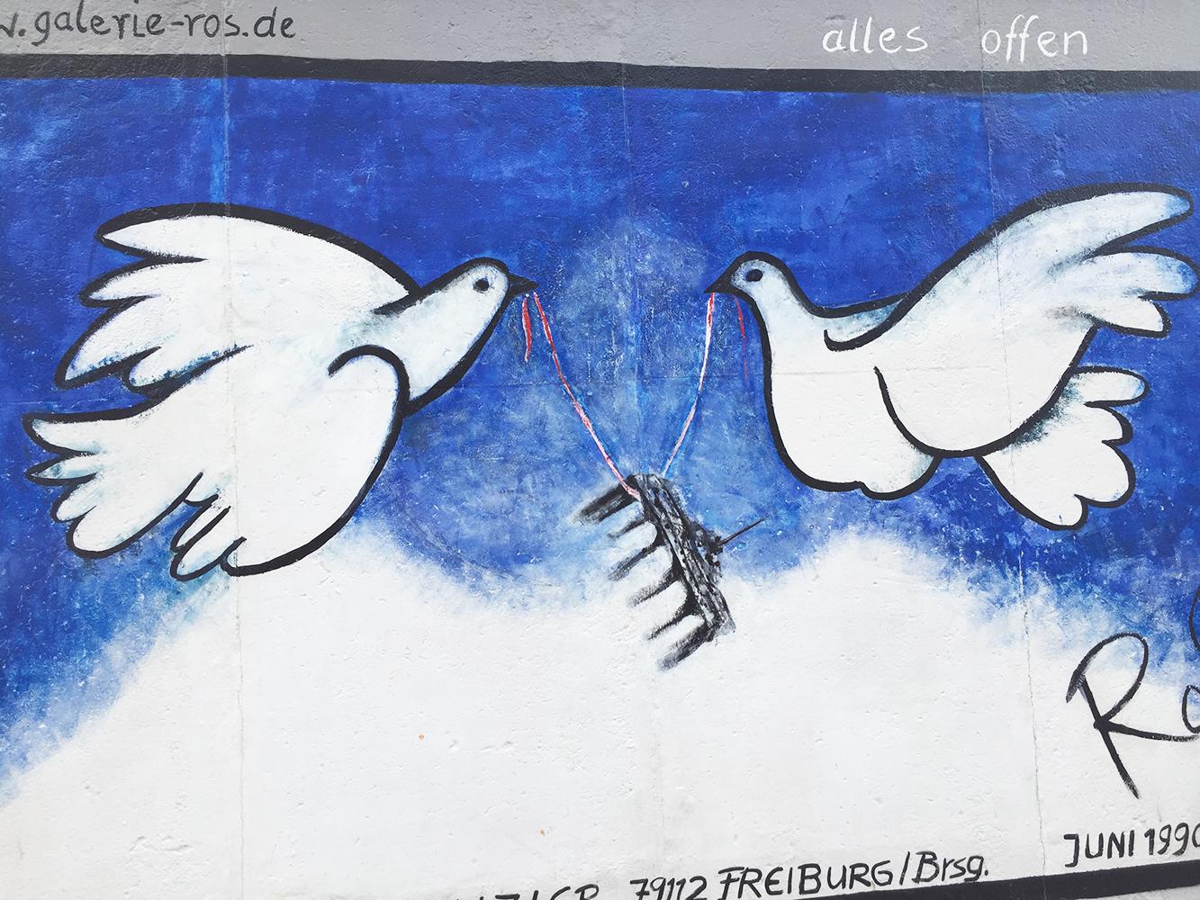 colombe mur de berlin